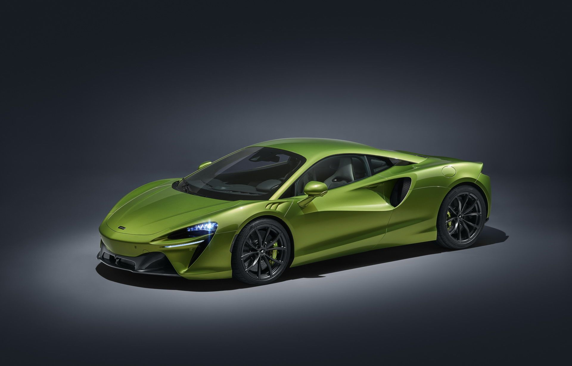 Experience the lifetime aroma with McLaren Artura.
