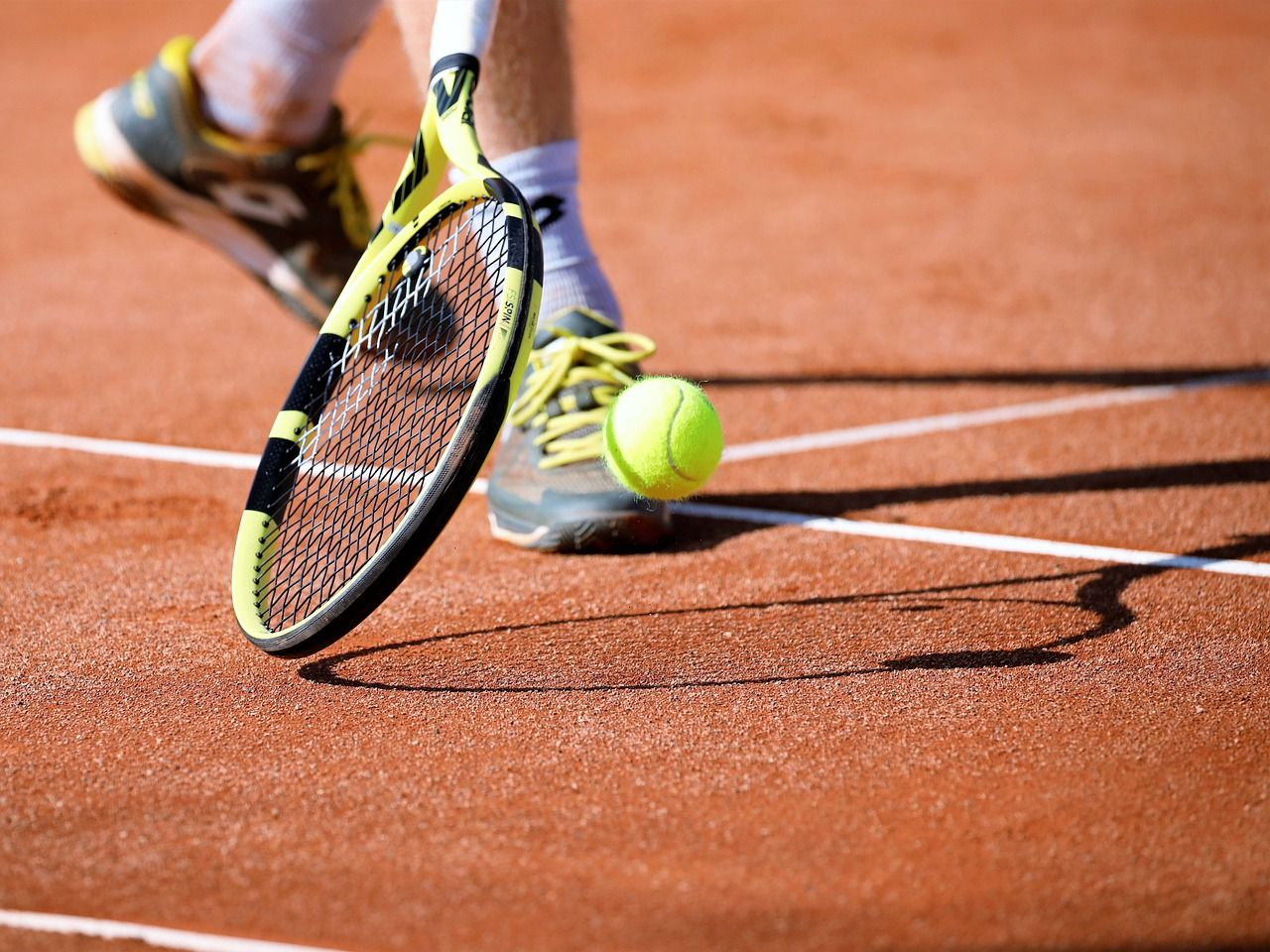 5 Best Tennis Rackets of 2021 and buyer's guide